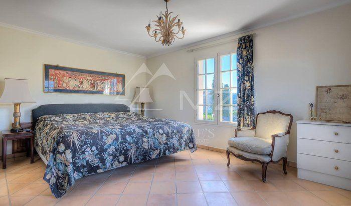 Villa camere da letto 4 in vendita la colle sur loup for 5 camere da letto in vendita
