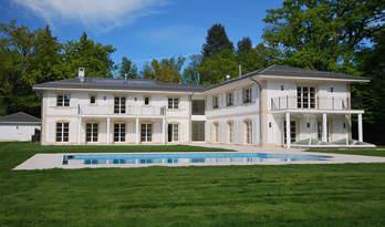 Nuova casa con piscina in vendita vicino al centro di Ginevra