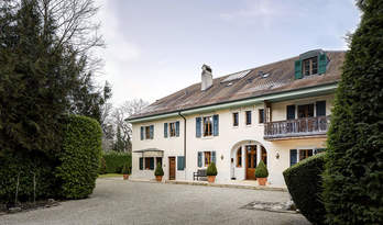 18-room house for sale in center of Geneva