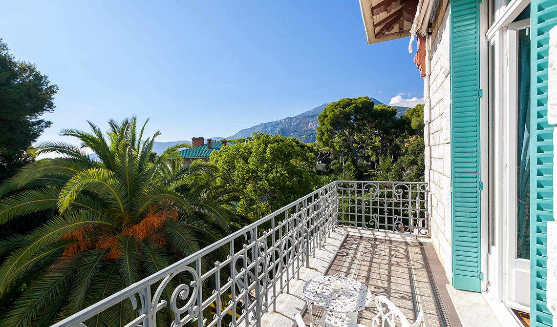 Villa for sale in Roquebrune-cap-Martin overlooking sea - 9