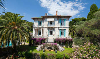 Villa for sale in Roquebrune-cap-Martin overlooking sea