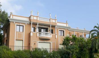 Вілла на продаж з 3-х квартир в Рокебрюн-Кап-Мартен з видом на Монако
