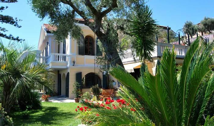 Noleggio iksklyuzivnoy villa a Ospedaletti sulla sulla spiaggia Luglio Agosto Crimea
